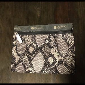 Lesportsac zipped pouch